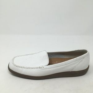 NATURALIZER WHITE LEATHER LOAFERS 9N
